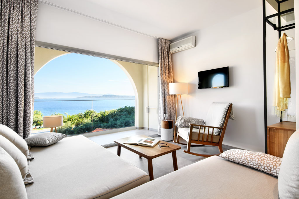 One Bedroom & One Living Room Executive Suite with Sea View