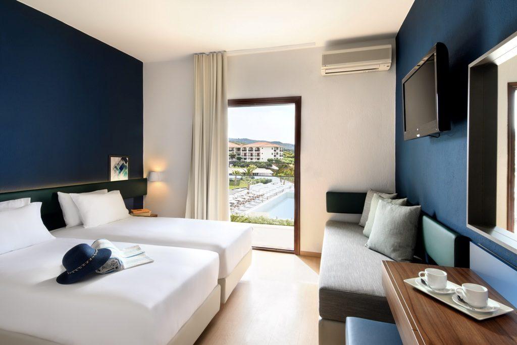 Standard Doppelzimmer/ Zweibettzimmer mit Seitlichen Meerblick
